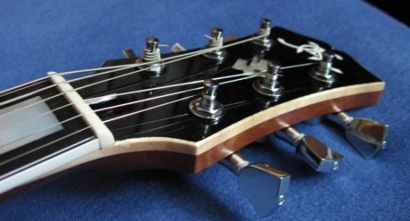 Handmade Miloš Klas ES335 a jej súboj s 1972 Gibson ES335